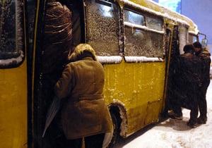 Снег в киеве - пробки - ситуация на дорогах: В Киеве восстановлено движение автобусов на 20 маршрутах
