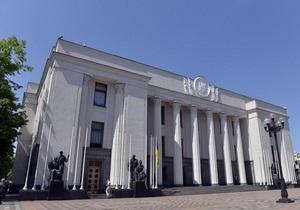 Треть принятых в мае украинским парламентом законов касалась учреждения праздников
