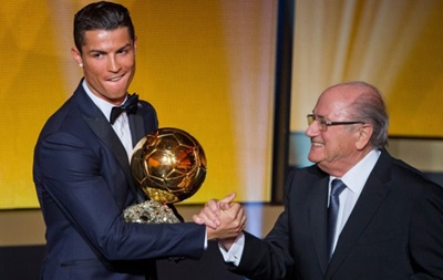 Кройф: Уму непостижимо, как можно было отдать Золотой мяч Роналду