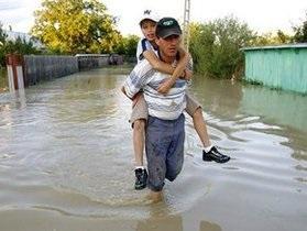 На Прикарпатье бушует наводнение: Эвакуированы десятки человек. Разрушены мосты, вода продолжает прибывать