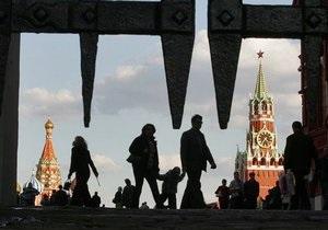 Опрос: Большинство россиян беспокоит алкоголизм и не волнует состояние демократии