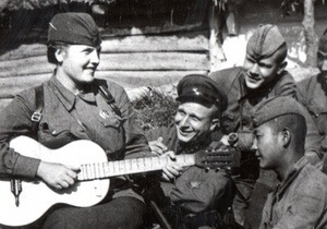 Корреспондент: Горячая война. В чьих объятиях оторванные от семей советские военачальники находили утешение - архив