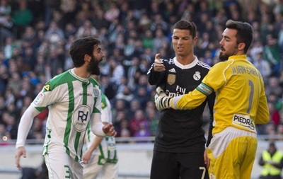 Криштиану Роналду наказали за удар соперника в матче против Кордобы