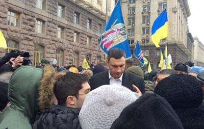 Ладонью в голову. Активист обвиняет Кличко в избиении