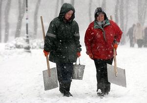 К уборке снега в Украине привлечены почти 8 тысяч человек