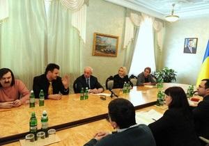 Азаров собрал блогеров, чтобы поговорить об IT-индустрии