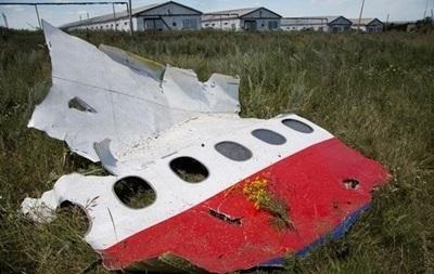 Родственникам погибших пассажиров Боинга-777 покажут обломки