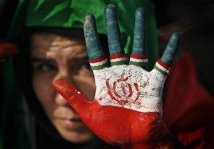 В Иране полиция применила против сторонников оппозиции слезоточивый газ
