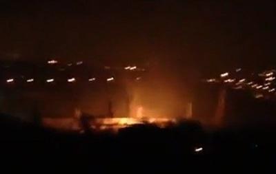 В Донецке от обстрелов горит старейший завод