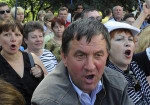 Митингующие пытаются прорваться в здание Верховной Рады