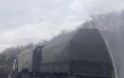 Очевидцы сняли на видео большую колонну техники в Ростовской области