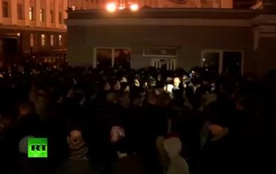 Бойцы батальонов штурмуют Администрацию Президента