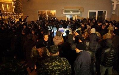 Митингующим под АП бойцам пообещали встречу с Порошенко