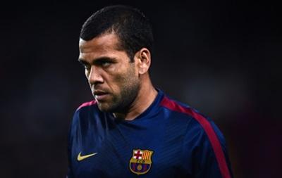 Агент защитника Барселоны Дани Алвеса начал искать ему новый клуб