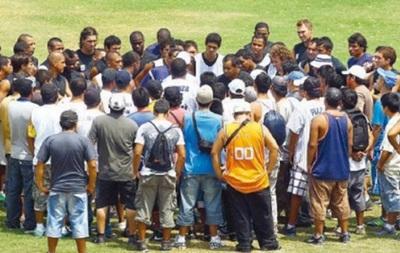 В Перу фанаты напали на футболистов в раздевалке