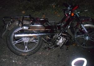 В Черкасской области автомобиль столкнулся с мопедом, три человека погибли, один госпитализирован