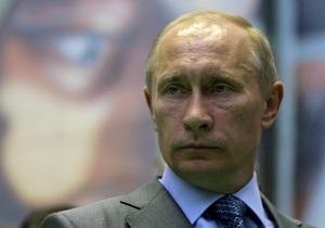 Путин предложил людям, застрявшим на судне во льду Охотского моря, потерпеть  еще сутки