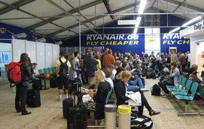 В аэропортах Германии отменены сотни рейсов из-за забастовок