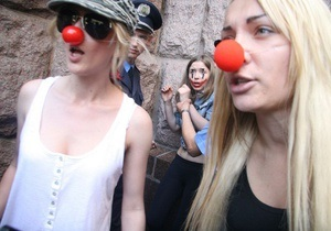 Активистки FEMEN попытались сорвать выступление Попова на открытии Дня Европы