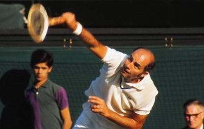75-летнего теннисиста обвинили в тройном изнасиловании