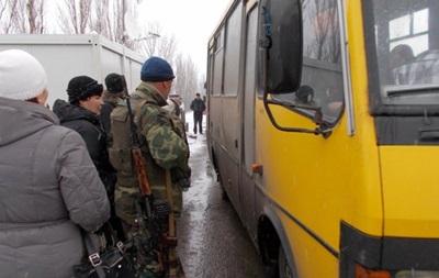 Военные эвакуируют жителей Красногоровки и Марьинки