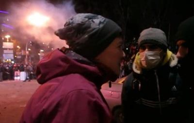 Появилось видео с якобы Савченко во время столкновений на Майдане
