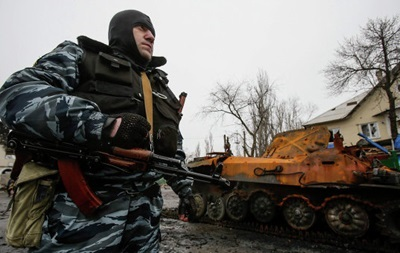 Сепаратисты ЛНР заявили о начале отвода тяжелых вооружений
