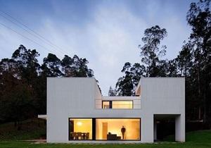 Окна вместо стен. Интерьер португальского дома с огромными панорамными стеклами