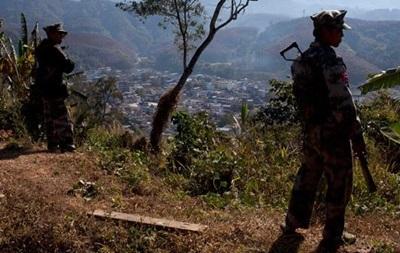 В Мьянме объявили режим ЧП из-за боев армии с повстанцами