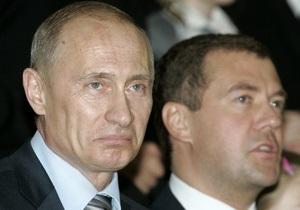 Опрос: В России выросло количество противников кандидатур Путина и Медведева на выборах-2012
