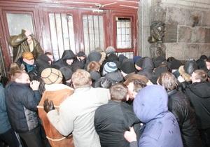 Завтра украинские поэты проведут акцию возле магазина Сяйво