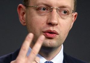 Яценюк: Два чартера для Азарова с агитационными поездками обошлись украинцам в полмиллиона гривен