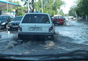 В Одессе из-за аварии на водопроводе затопило улицы в центре города