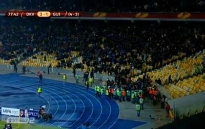 Матч Динамо - Генгам мог быть прерван из-за флага ДНР на трибуне фанатов из Франции