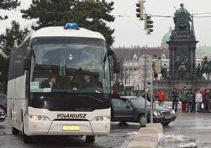 В Австрии водитель автобуса вернул пенсионерке забытые ею 390 тысяч евро