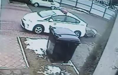 В сети появилось видео, как автомобиль ГАИ сбивает гаишника