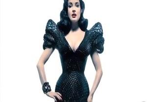 Для Диты фон Тиз создали платье, напечатанное на 3D-принтере