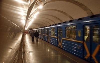 На  красной  ветке киевского метро возник сбой в движении поездов
