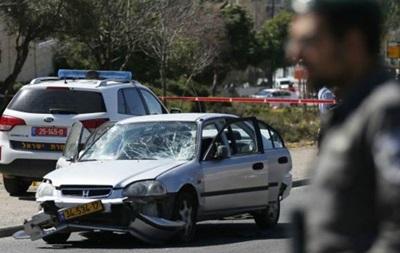 Палестинец въехал в группу полицейских в Иерусалиме