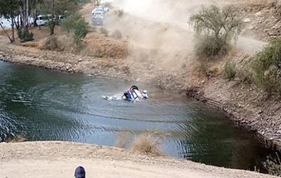 Ушел под воду: Естонский пилот улетел в реку на ралли Мексики
