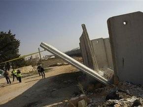 В разделяющей Израиль и Палестину стене сделали пролом