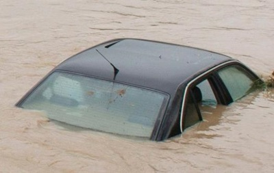 В США ребенок выжил, проведя 14 часов в упавшем в реку автомобиле