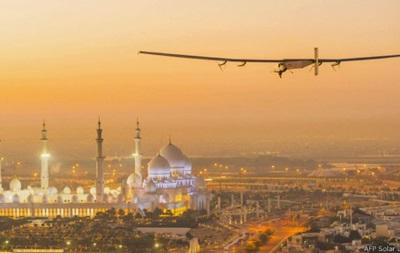 Солнечный самолет начал полет вокруг света