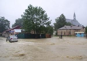Наводнение на Прикарпатье: Минприроды опасается смыва захоронения умерших от холеры