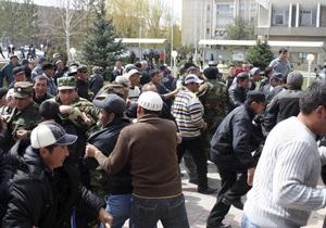 Беспорядки в Кыргызстане: президент подписал указ о введении комендантского часа