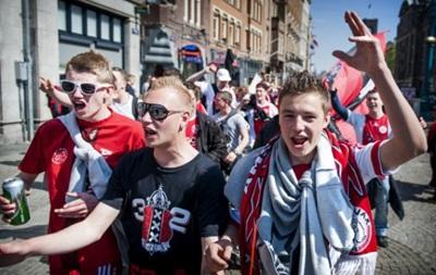 Аякс призвал фанов не приносить на стадион в Киеве флаги России