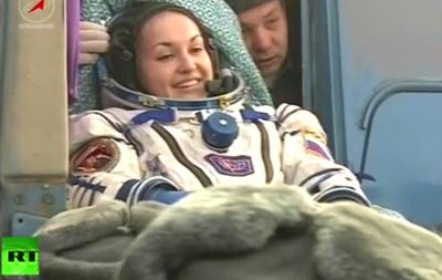 Спускаемый аппарат Союза с тремя космонавтами приземлился в Казахстане
