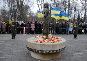В Киеве более 5000 человек почтили память жертв Голодомора