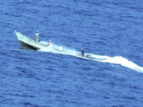 Греческий танкер отбился от сомалийских пиратов при помощи водяных пушек и ракетниц