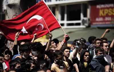 Тысячи турецких медиков бастовали против низкой зарплаты